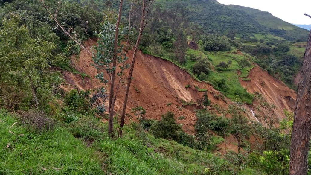Los deslizamientos causaron destrozos en 10 hectáreas de campo de cultivos.