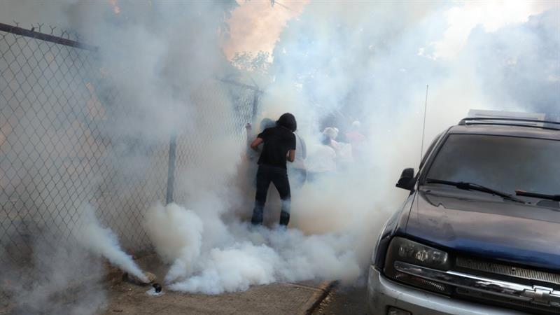 El incidente no pasó a mayores, salvo los afectados por los gases lacrimógenos.