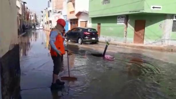 Personal municipal drenaron aguas acumuladas