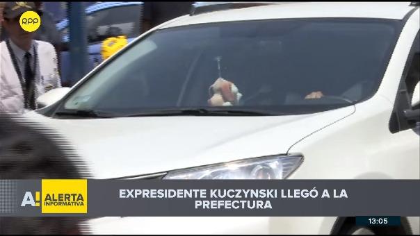 PPK llega a la Prefectura de Lima.