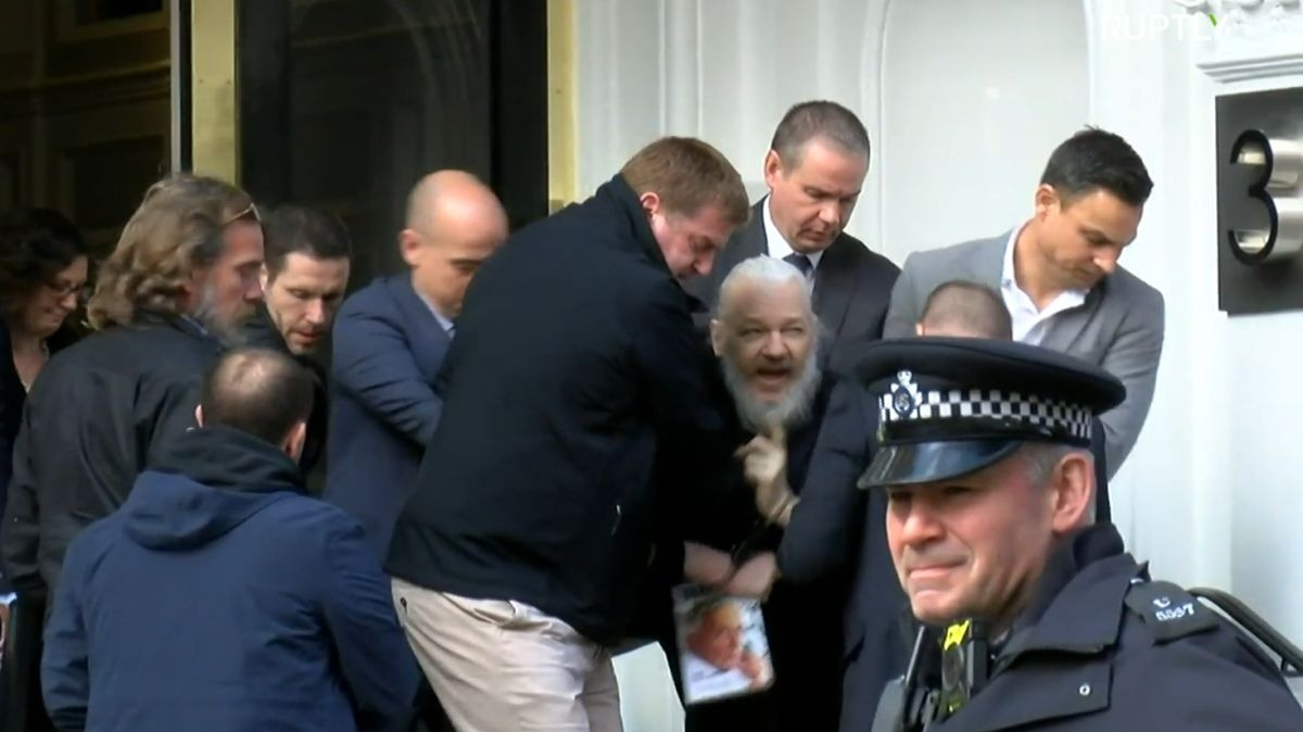 Julian Assange fue detenido luego que Ecuador le retirara el asilo político.