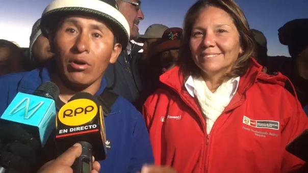 Gregorio Rojas y Paola Bustamante declaran a la prensa.