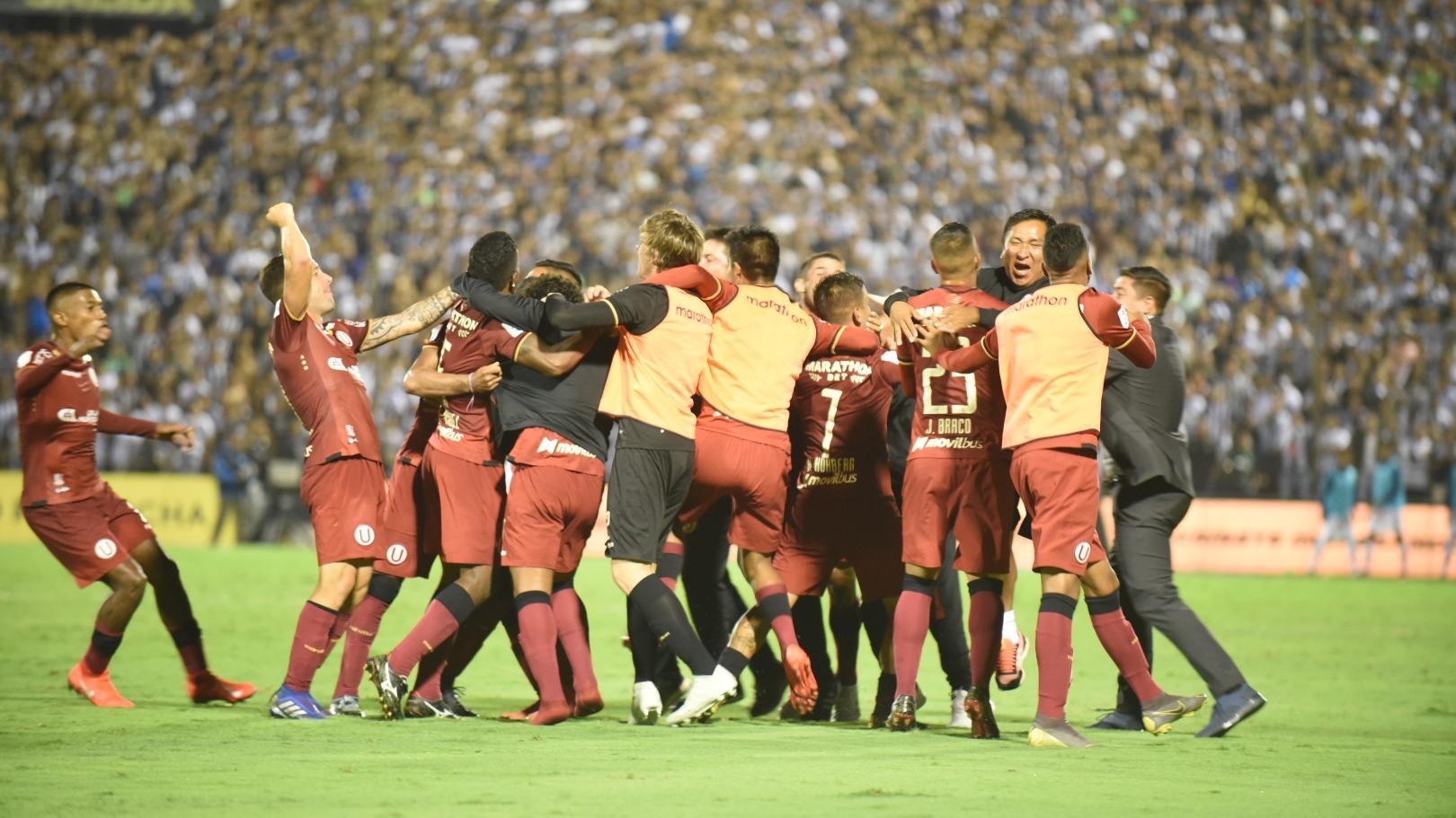 Nicolás Córdova fue expulsado por ingresar al campo de juego durante el tercer gol de Nelinho Quina
