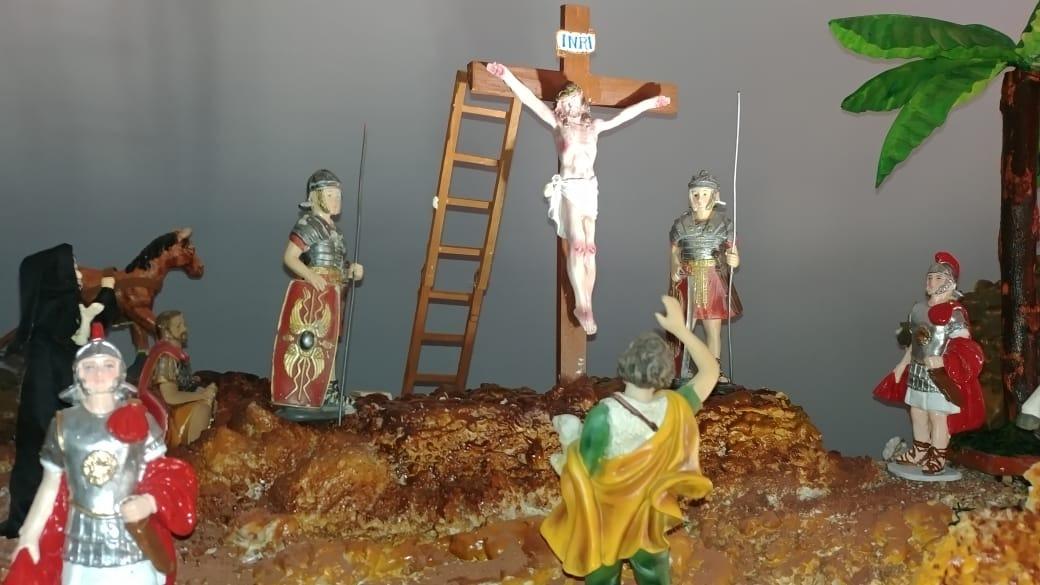 Más de diez escenas de la vida, pasión y muerte de Jesús se aprecia en la obra.