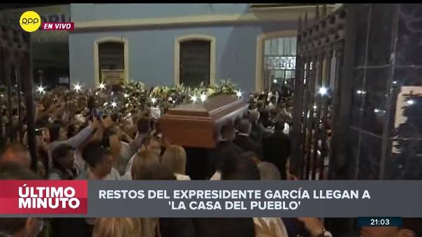 Así fue la llegada del ataúd con los restos de Alan García a la Casa del Pueblo.