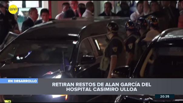 Así fue la salida del féretro de Alan García del hospital Casimiro Ulloa.