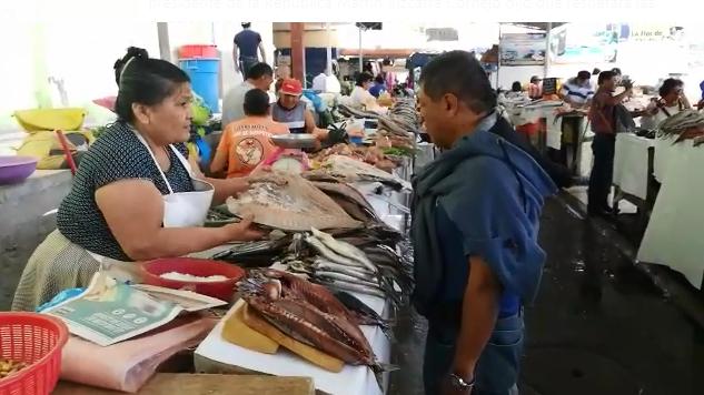 Compradores en mercados de Chiclayo