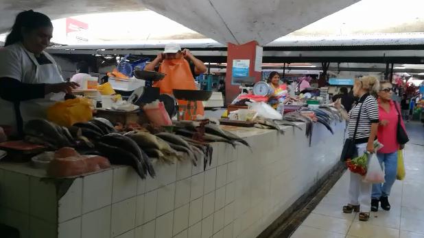 Venta de pescado en mercado Modelo de Chiclayo