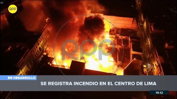 Así se ve desde un dron la magnitud del incendio en Mesa Redonda.