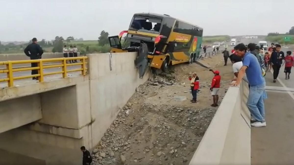 Al menos ocho fallecidos por accidente de bus en Huaura.