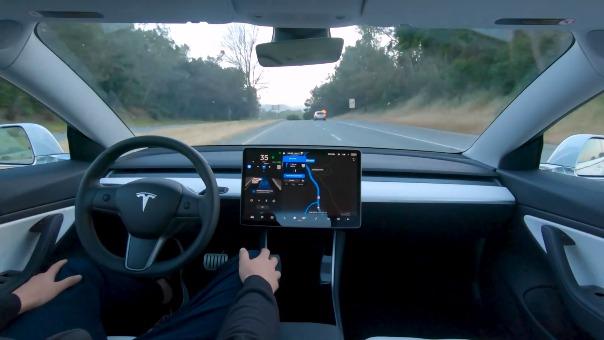 Así es la conducción autónoma de Tesla.