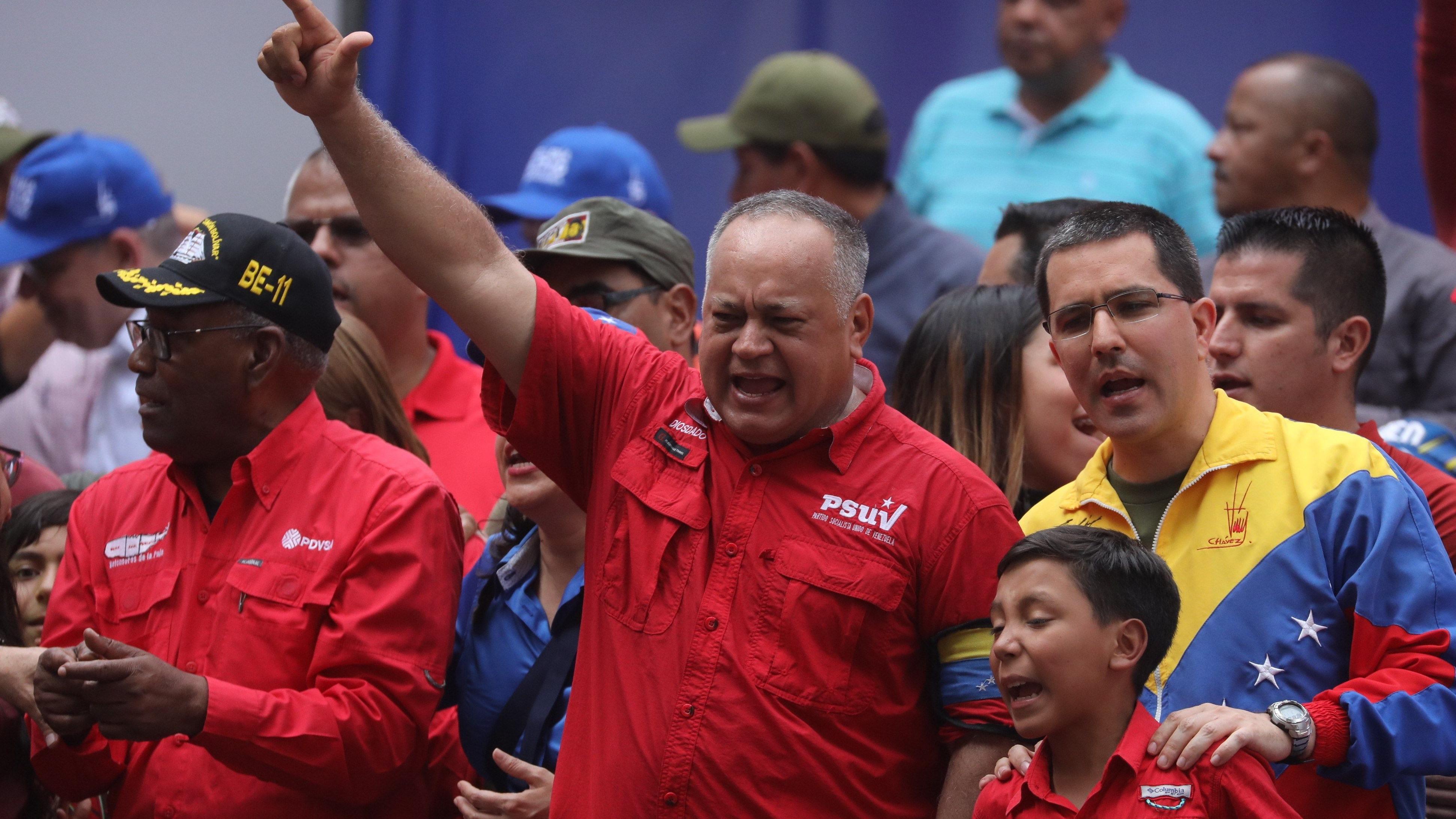 Diosdado Cabello, número dos del chavismo dijo que el levantamiento de este martes tendrá una respuesta contundente de la revolución bolivariana.