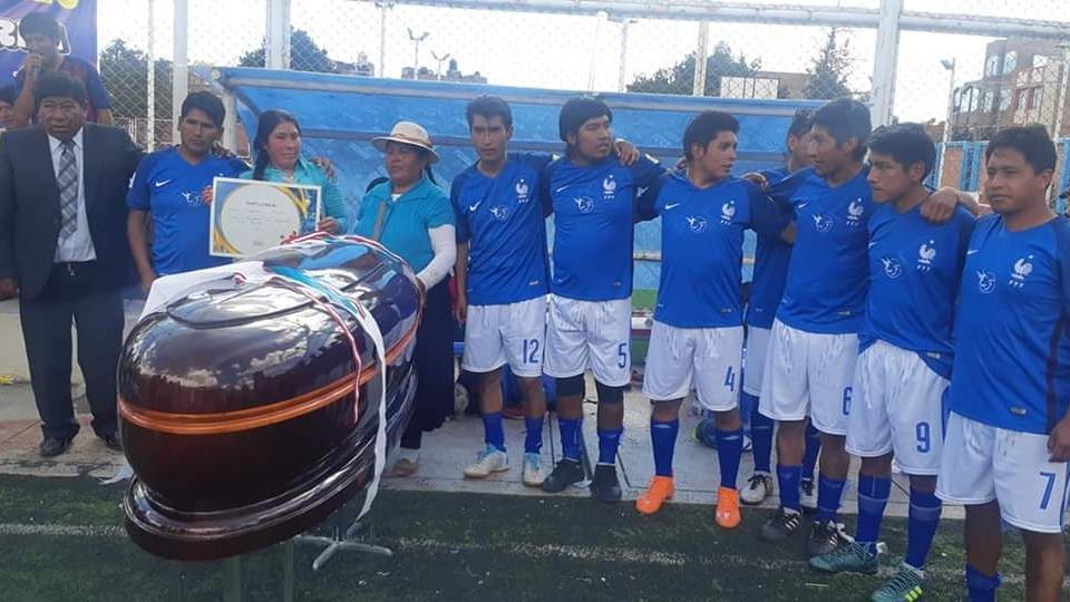 El Consorcio Funerario Flores fue el ganador de la competencia y se llevó un ataúd valorizado en 4500 nuevos soles.