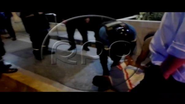 Así fue la captura de uno de los delincuentes que pretendía escapar. Estos fueron llevados a la comisaría de Jesús María.