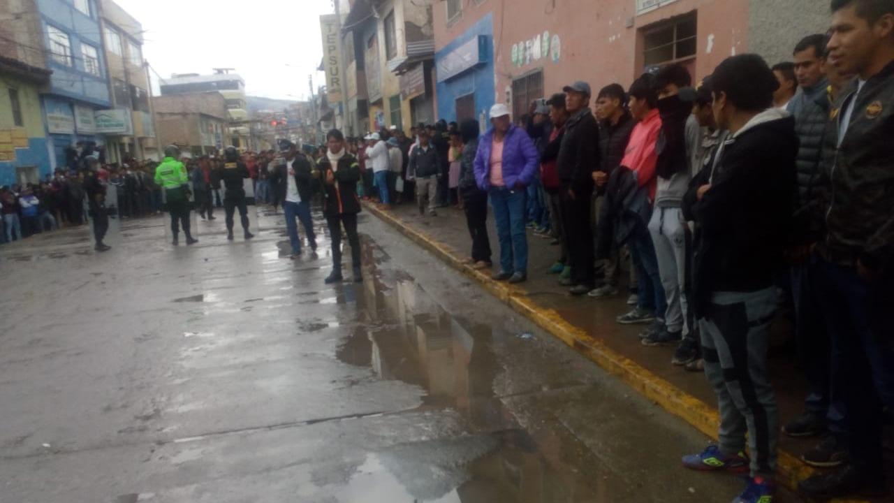 Enfrentamientos entre población y Policía en Apurímac