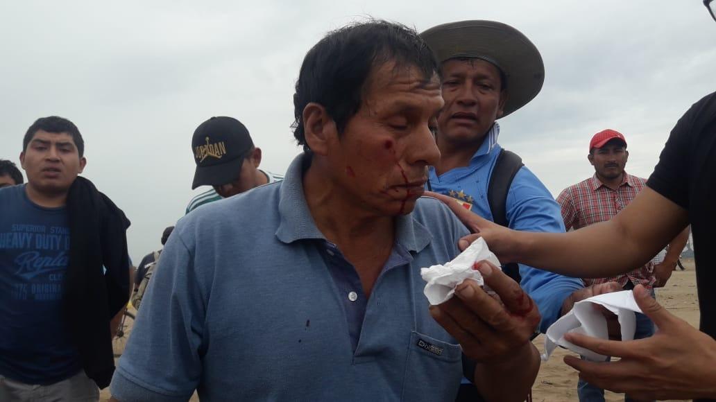 Policía tuvo que usar gases lacrimógenos para dispersar a manifestantes.
