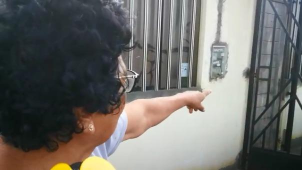 Una de las vecinas aseguró estar medicada por el temor a que su vivienda sea inundada por el fuerte oleaje.