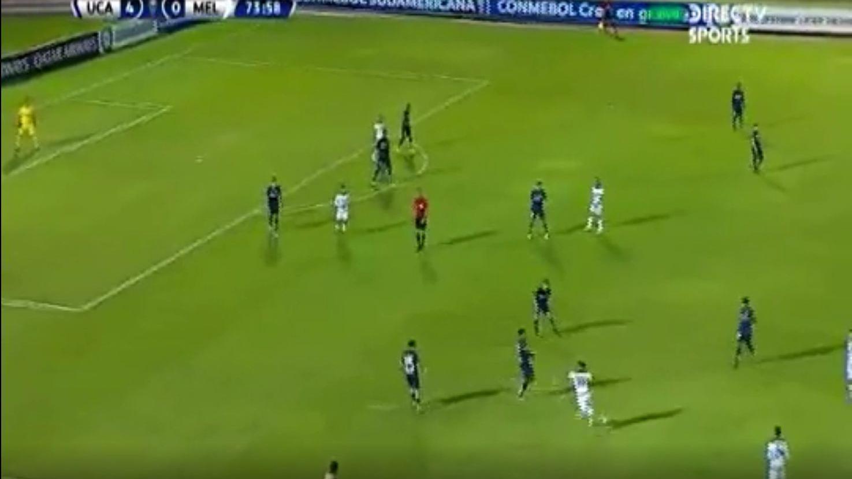 Alexi Gómez abandonó el campó tras acumular dos tarjetas amarillas en goleada de Universidad Católica de Ecuador a Melgar FBC por la Copa Sudamericana.
