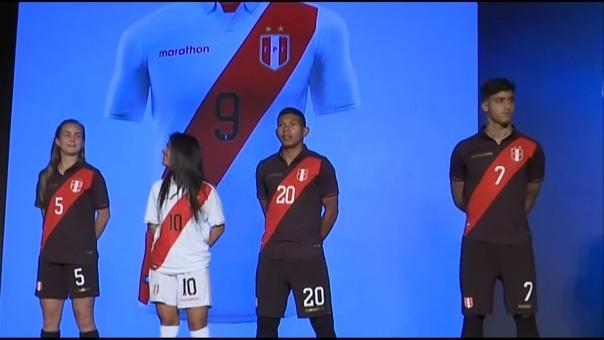 Edison flores y Beto da Silva presentaron los nuevos modelos de camiseta de Perú.