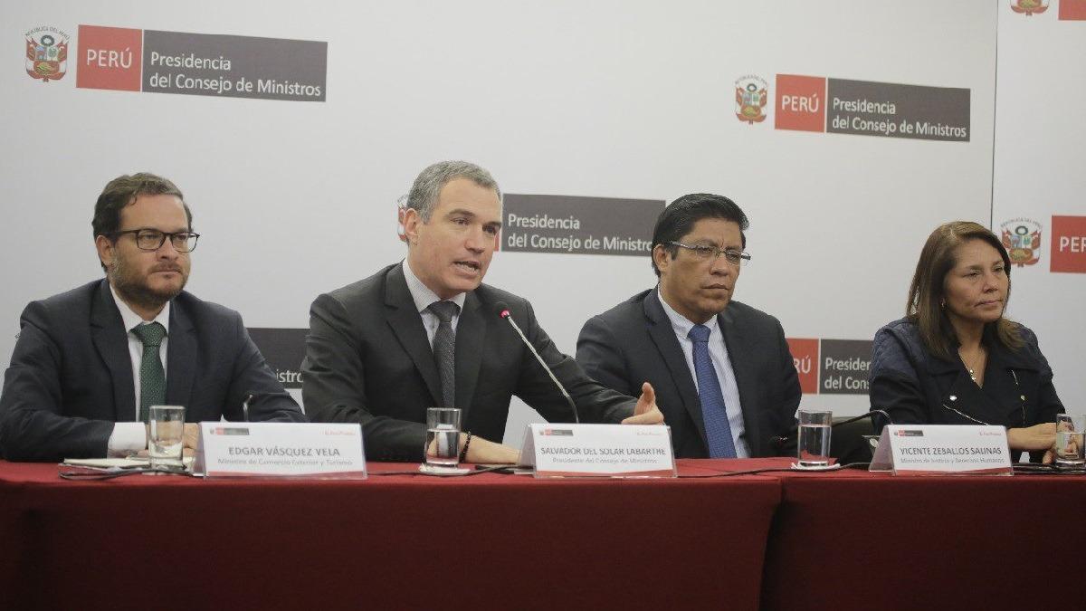 El titular de la PCM estuvo acompañado de dos ministros.