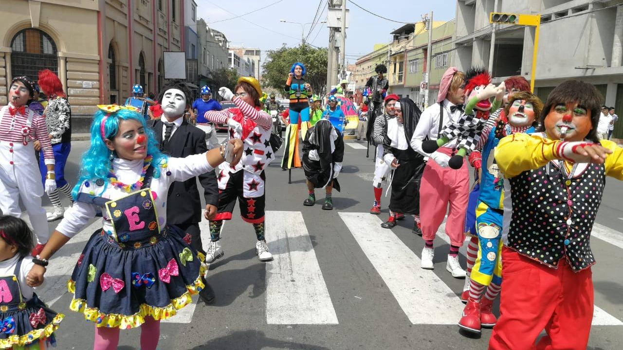 Payasos destilaron alegría en las calles de Chiclayo