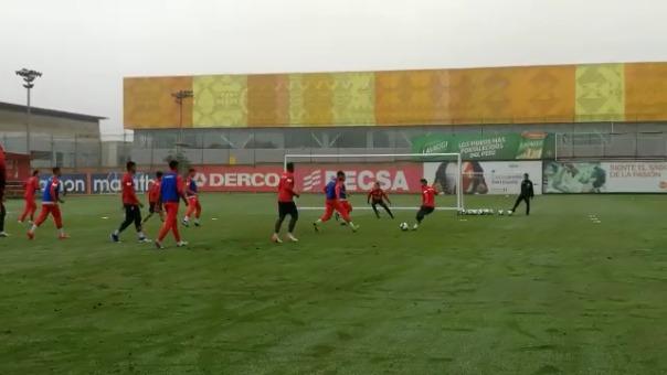 Así fue el gol de Edison Flores en los entrenamientos de la Selección Peruana.