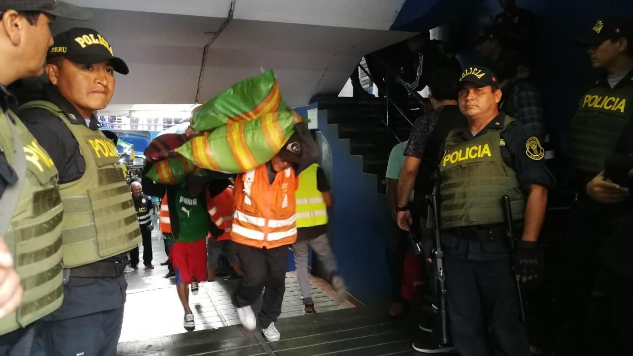 El operativo contó con la participación de 230 policías, informó el jefe de de la División de Investigación de Delitos contra los Derechos Intelectuales, coronel PNP Pedro Jiménez.