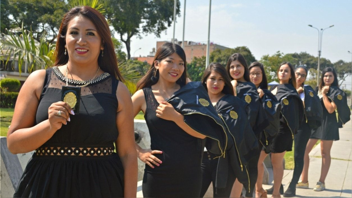Melina Paco y sus detectives del Comando Femenino.