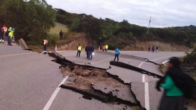 Se pidió a los conductores tomar las previsiones del caso debido al mal estado de la carretera.