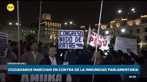 Los manifestantes trataron de llegar al Congreso, pero fueron impedidos por la Policía Nacional.