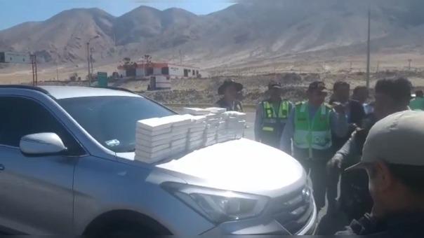 En presencia de fiscal, se retiró la droga y lacró el vehículo.