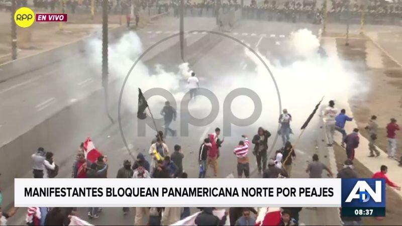 La Policía lanzó gases lacrimógenos para repeler a los manifestantes.