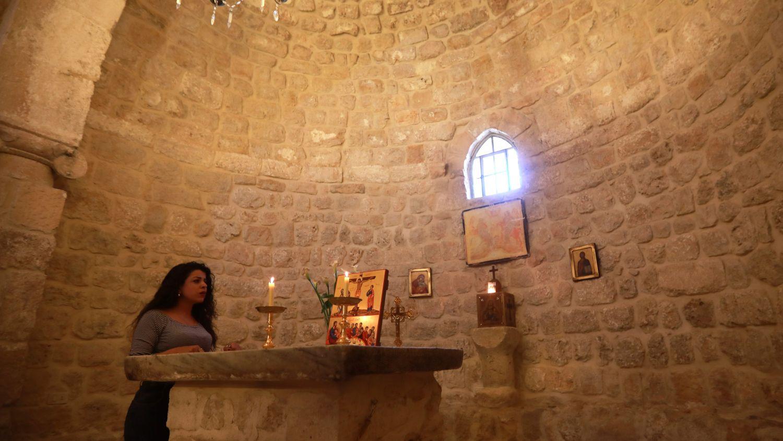 La capilla del monasterio de San Sergio luce de nuevo candelabros dorados sobre el altar de mármol blanco. Pero la mayoría de las casas con azoteas o tejas rojas siguen vacías.El número de alumnos en el único centro de preescolar del pueblo pasó de un centenar en 2010 a menos de 30 en 2019, explica la administración.