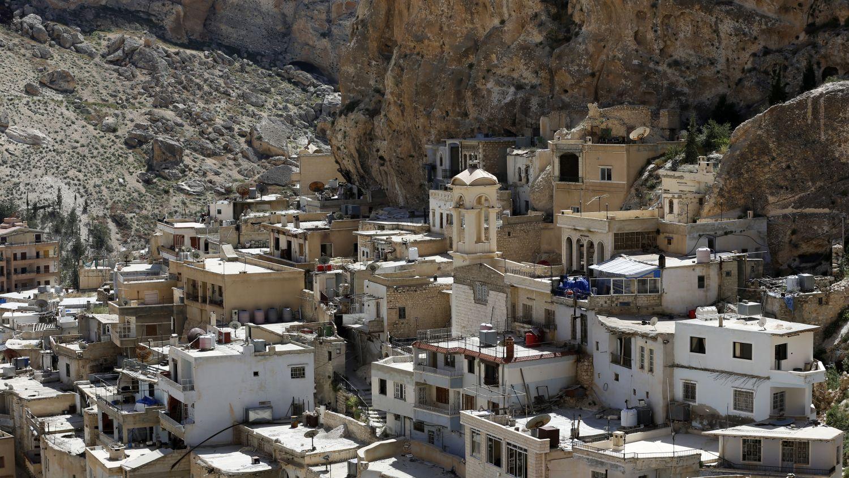 Malula es un símbolo de la presencia cristiana en la región de Damasco. Está poblada por miles de habitantes en un flanco escarpado de las montañas rocosas de Qalamun, a unos 60 km al norte de la capital de Siria.