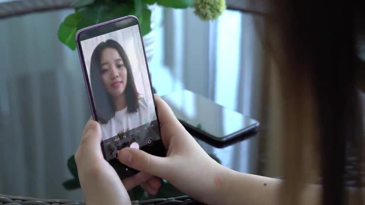 La tecnología de cámara bajo pantalla está adaptada en un Mi 9 de Xiaomi.