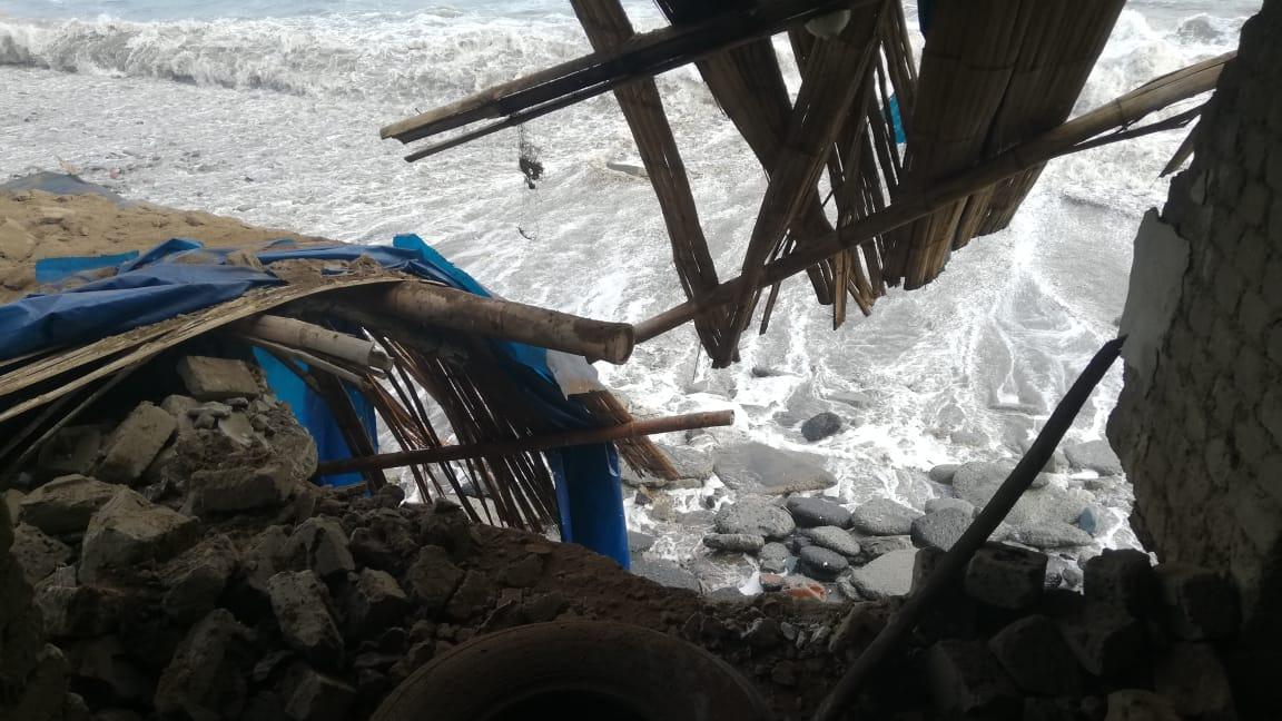 Defensa Civil señaló que existen más familias cuyas viviendas están en riesgo de colapsar y ser inundadas.