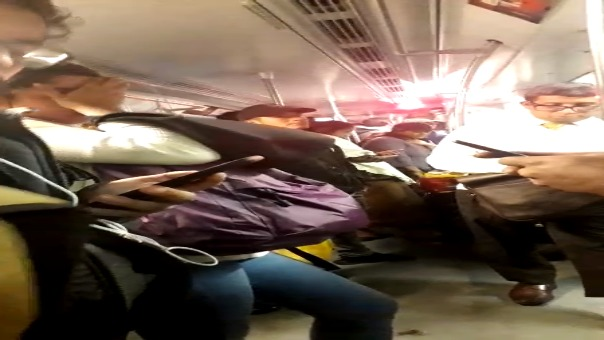 Una usuaria envió al Rotafono un video de los pasajeros dentro de un tren en la Estación Jorge Chávez, Surco.