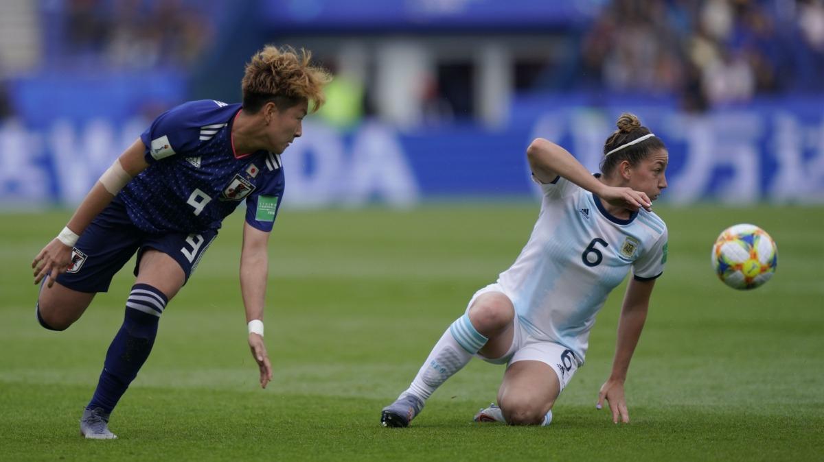 Aldana Cometti perdió la mitad de su diente luego de un codazo de jugadora japonesa.
