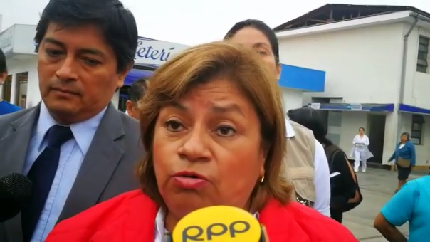 La ministra de Salud, Zulema Tomás, en el hospital Regional de Trujillo.