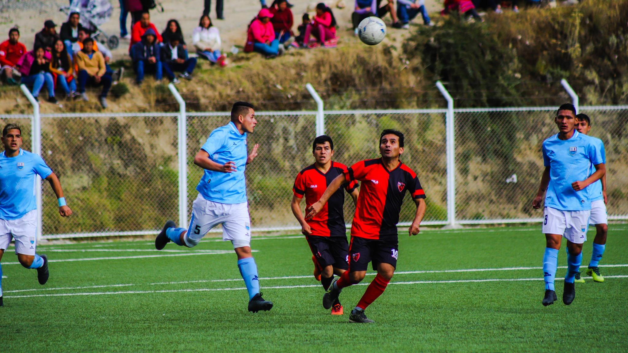 Los fanáticos del club Deportivo Llacuabamba comparan a sus jugadores con estrellas internacionales tras el avasallador triunfo.