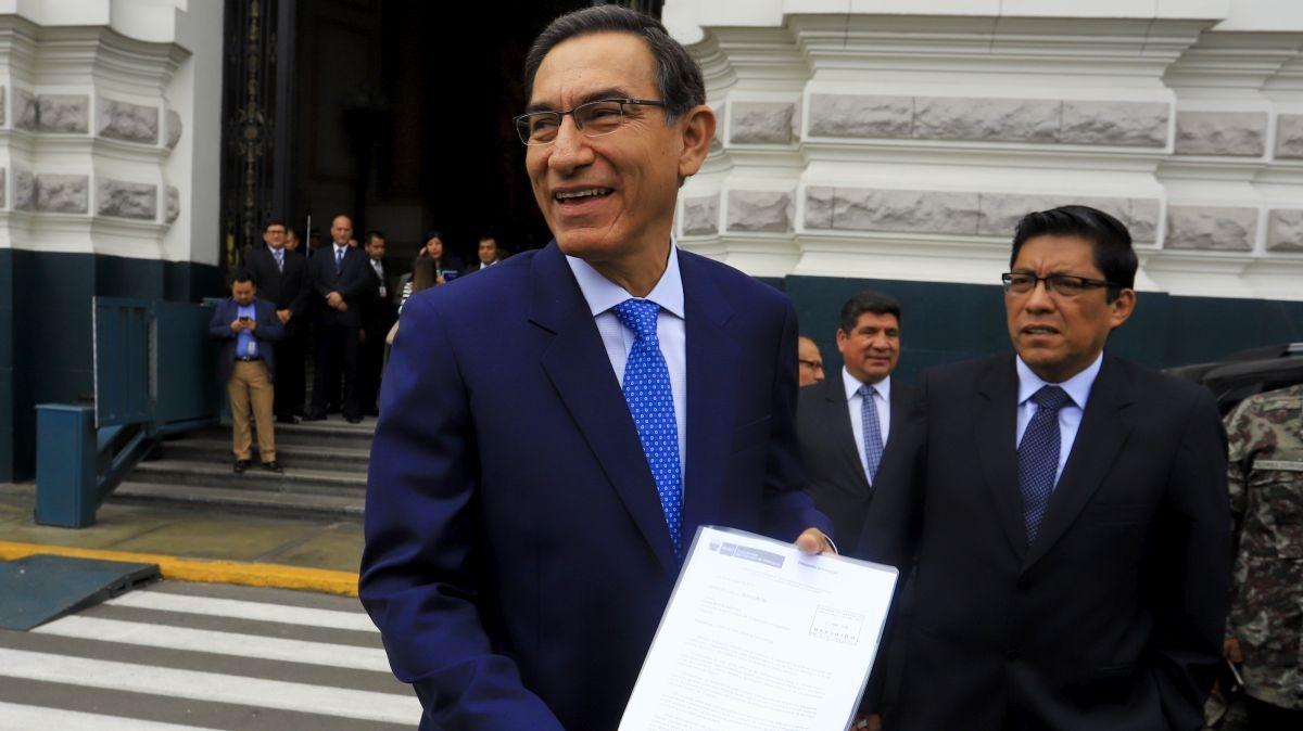 Aprobación del presidente Martín Vizcarra subió 13 puntos en un mes.