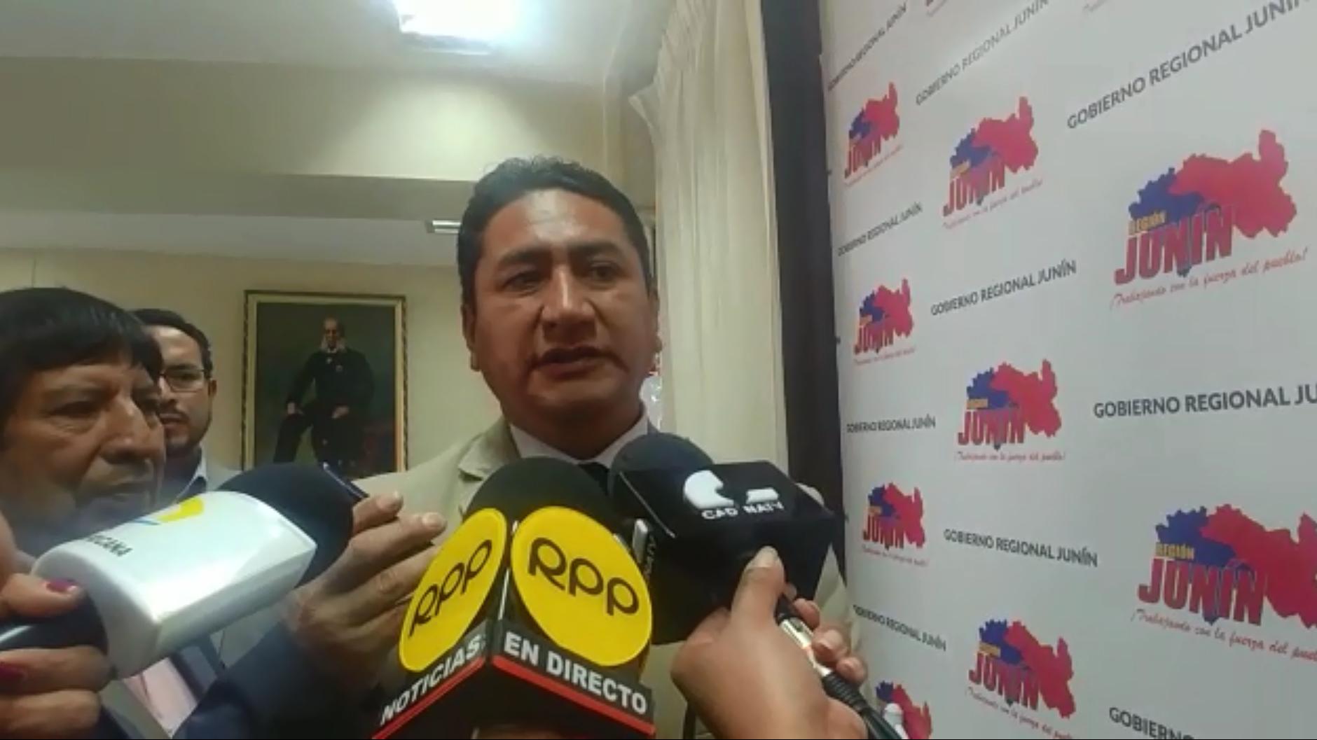 Vladimir Cerrón respondió a críticas tras su viaje a Venezuela.