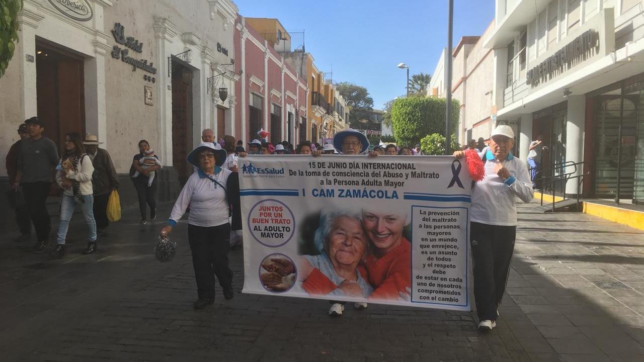 Candelaria Córdoba, a sus 70 años, participó en la marcha de sensibilización contra el maltrato al adulto mayor.