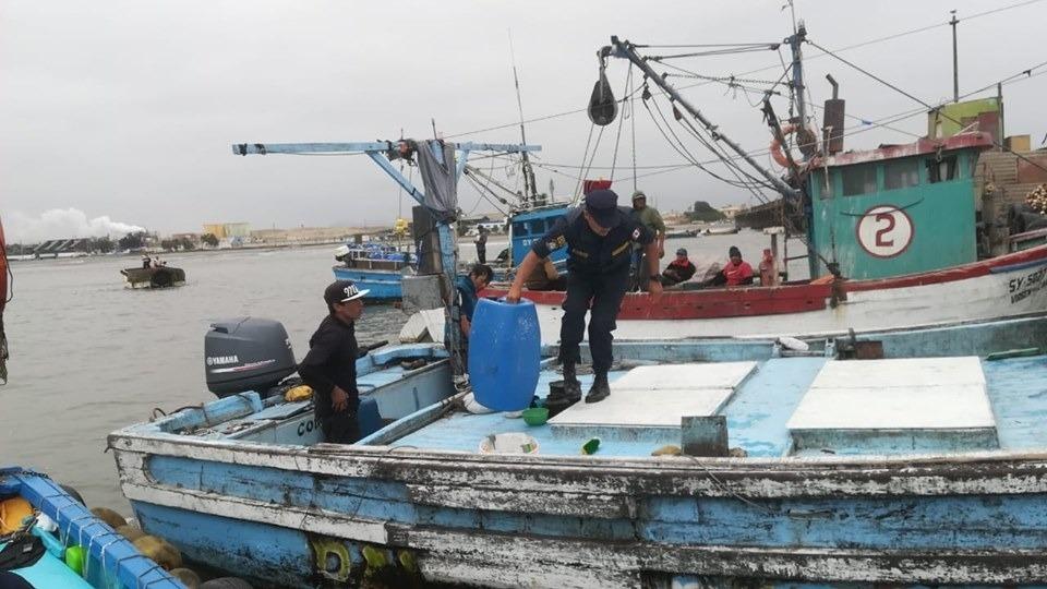 Los pescadores solo tuvieron agua durante 25 días, luego empezaron a tomar su orina y a comer pescado podrido.