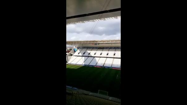 El estadio puede albergar 47 605 espectadores.
