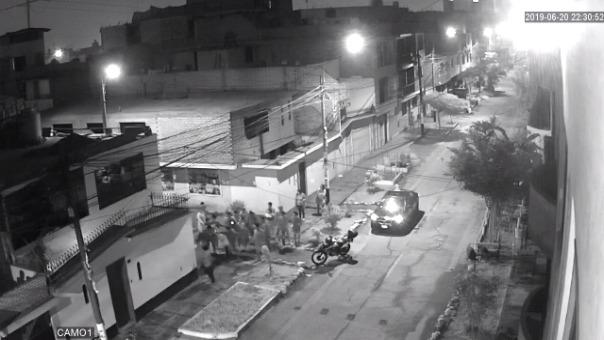 Las cámaras de seguridad captaron el linchamiento del ladrón.