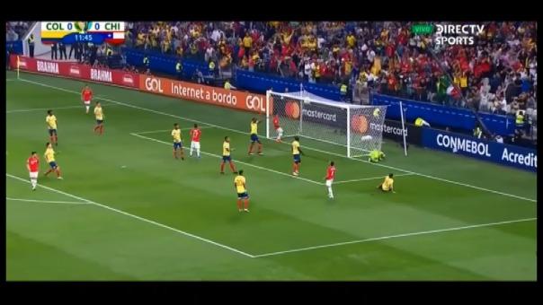 Así fue la doble atajada que protagonizó David Ospina frente a la Selección de Chile.