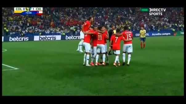 Así fue el gol anulado de Arturo Vidal contra la Selección de Colombia.