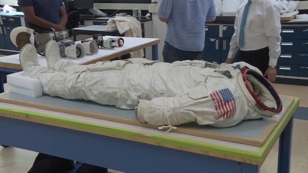 En el Museo del Aire y del Espacio (Washington), los trajes de los astronautas que viajaron a la Luna en el Apollo 11 comenzaron el inevitable proceso de desintegración, a 50 años de la histórica misión.