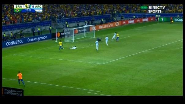 Roberto Firmino marcó el segundo gol para la 'verdeamarilla' tras un magnífico pase de Gabriel Jesús.